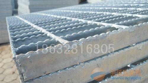 齿形钢格板又叫防滑钢格板和锯齿钢格板雨雪天防滑效果不错
