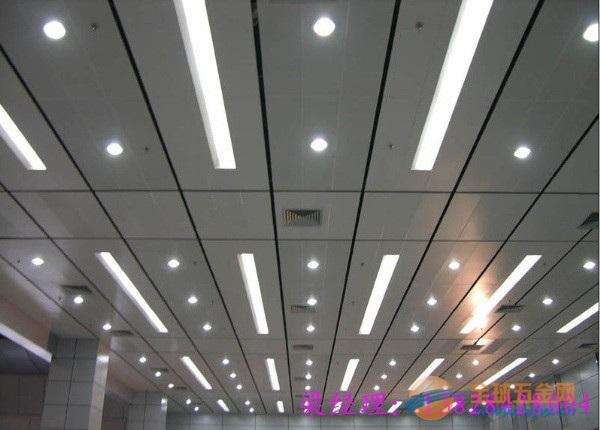 朝阳办公楼室内吊顶天花铝条扣安装效果图