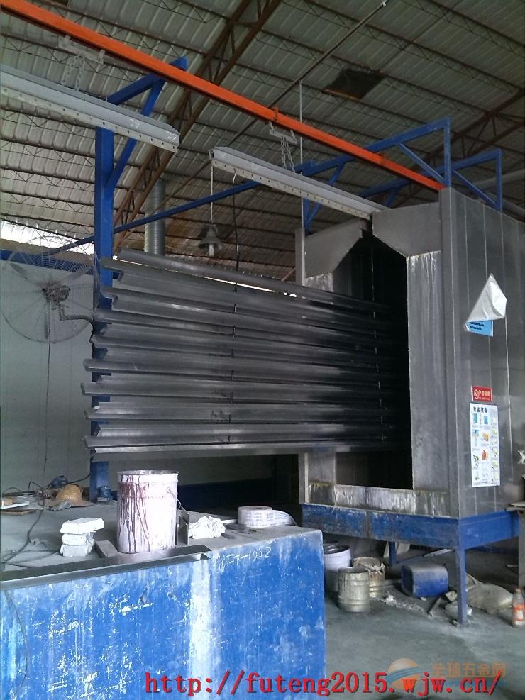 U扣粉末铝方通生产线作业