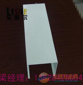 洛阳步行街工程40底110高,0.75mm厚粉末铝方通