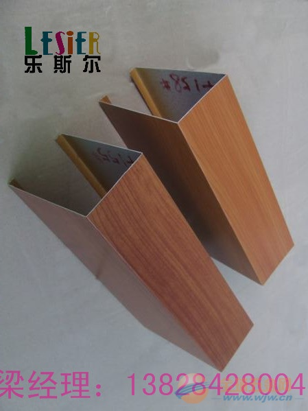 云南香格里拉0.75mm厚木纹铝方通的安装效果图