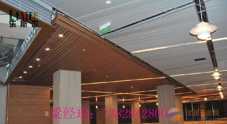 成都品牌专卖店吊顶天花40底110高粉末铝方通