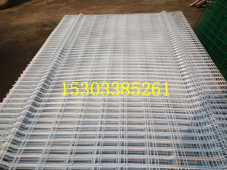 三角折弯护栏报价 钢板网护栏 防眩网 双圈护栏网