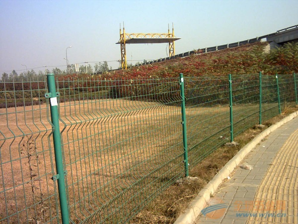 铁路护栏网产品厂家 铁路护栏网产品介绍 铁路护栏网产品产品特点