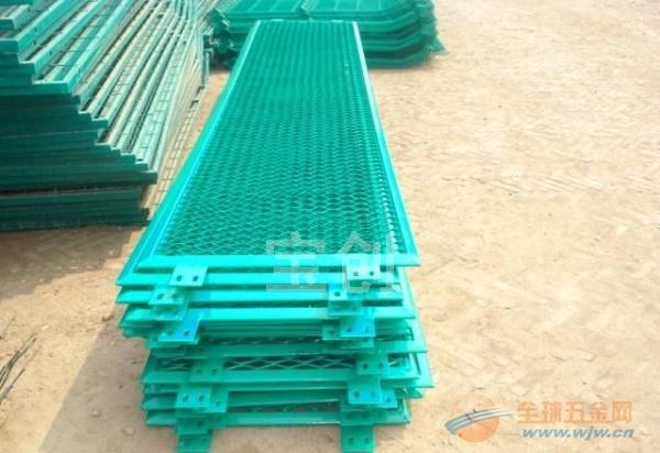 钢板护栏网产品作用 钢板护栏网产品厂家 钢板护栏网产