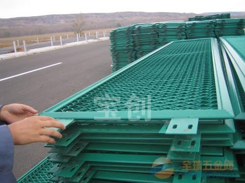 沈阳钢板护栏网厂家 沈阳钢板护栏网产品规格 沈阳钢板护栏网材质