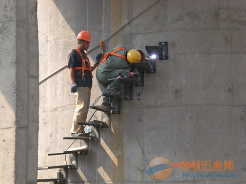 左贡县烟囱安装爬梯、Z形爬梯、螺旋爬梯等工程
