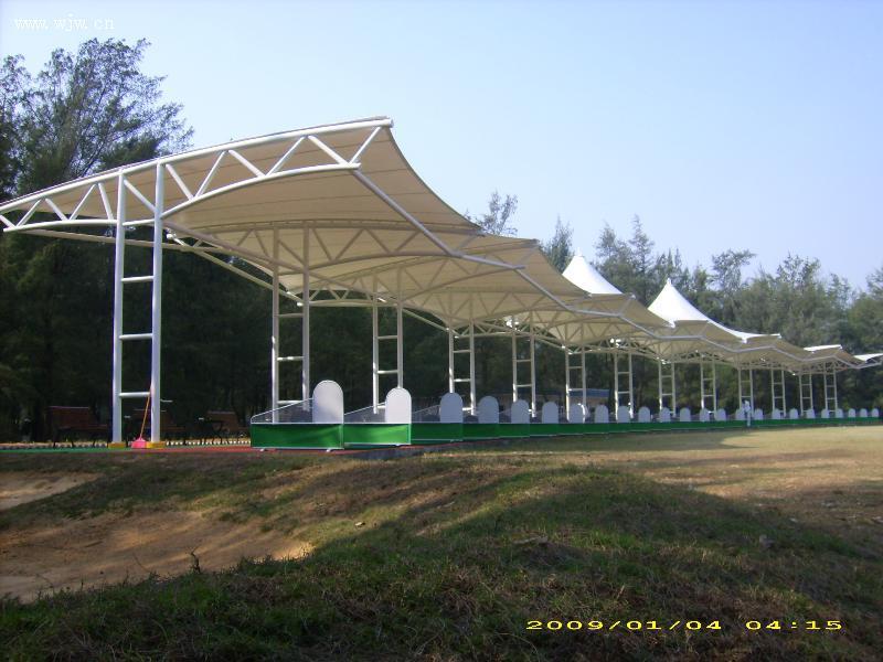 海口高尔夫连球场遮阳棚张拉膜结构