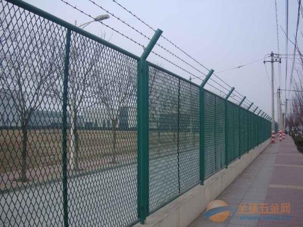 高速公路浸塑护栏网厂家现货远销全国