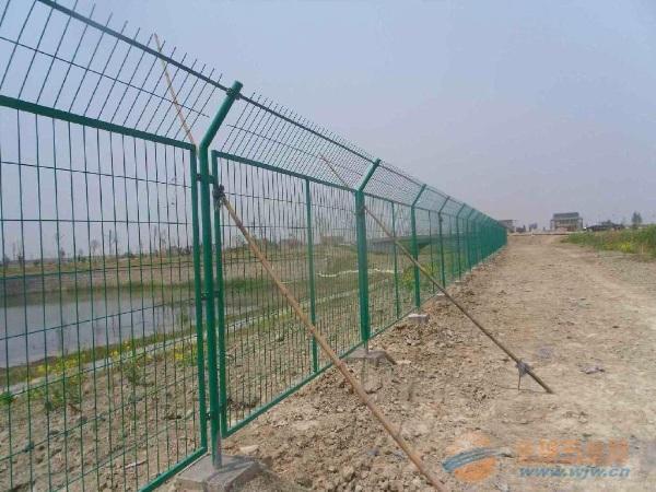 高速公路浸塑护栏网国内知名生产商