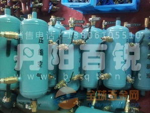 气体接配器、配气器