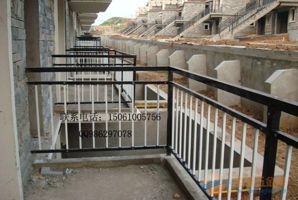 兴化阳台护栏厂家,兴化阳台护栏价格新厦护栏厂家专业做锌钢栏杆