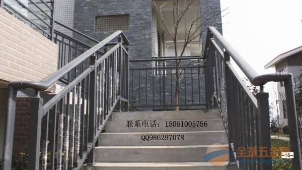 马年/楚州楼梯厂家,金属锌钢材质木扶手楼梯,楚州马年楼梯价格