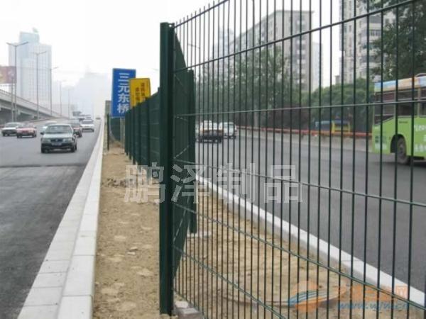 球场专用围栏网直接生产*篮球场围栏网哪有卖的*篮球场铁丝围栏网多少钱一套