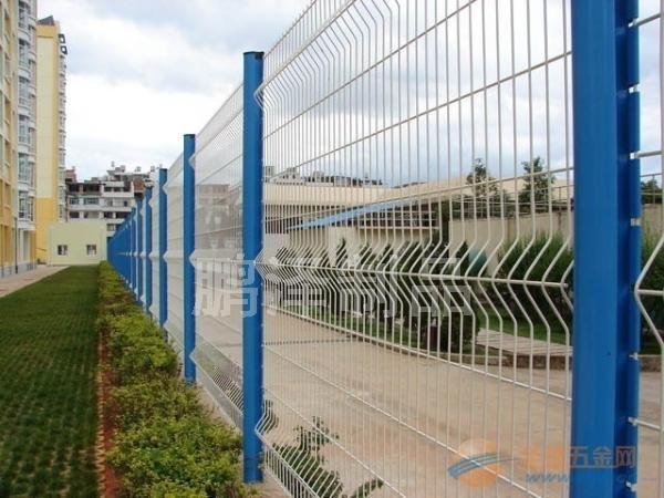 哪里有小区护栏网出售的*哪里有小区里用的铁丝围栏网*哪里小区铁丝网围栏直接生产销