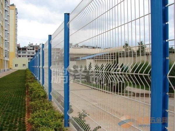 上海哪有铁丝网围栏卖的*铁丝围栏网专业生产*铁丝网围栏直接生产厂家