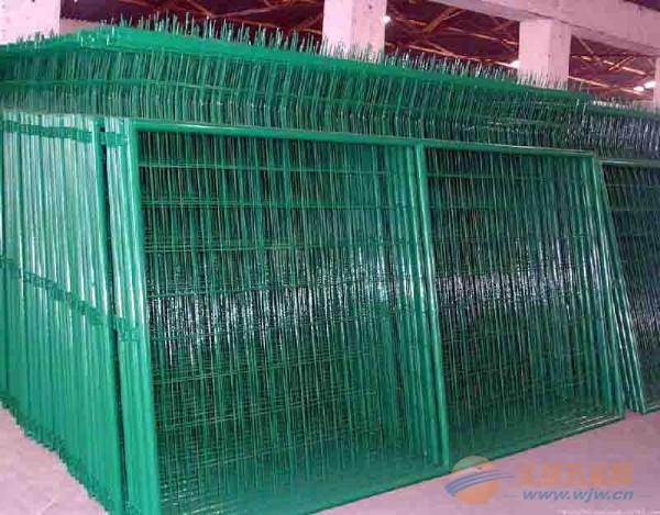 供应厂家供应绿色围栏网,浸塑围栏,涂塑围栏网