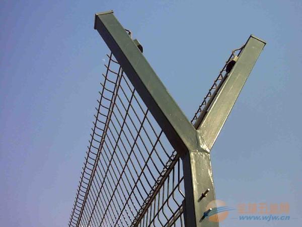 厂区隔离护栏,机场防护网,体育场护栏,公路护栏网,建筑护栏网