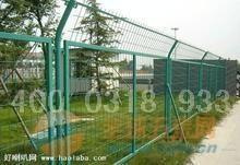 铁路栅栏优点、铁路护栏网规、格赫鹏护栏网厂最新介绍