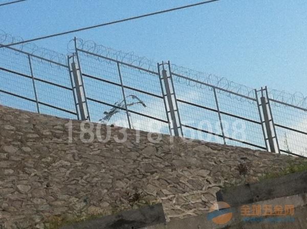 哈尔滨铁路桥金属栅栏