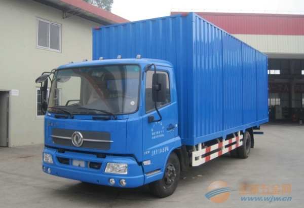 东风 天锦中卡 140马力 4X2 厢式载货车