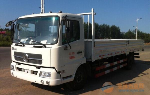 东风 天锦中卡 140马力 4X2 栏板载货车
