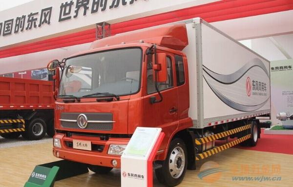 东风 天锦中卡 180马力 4X2 厢式载货车