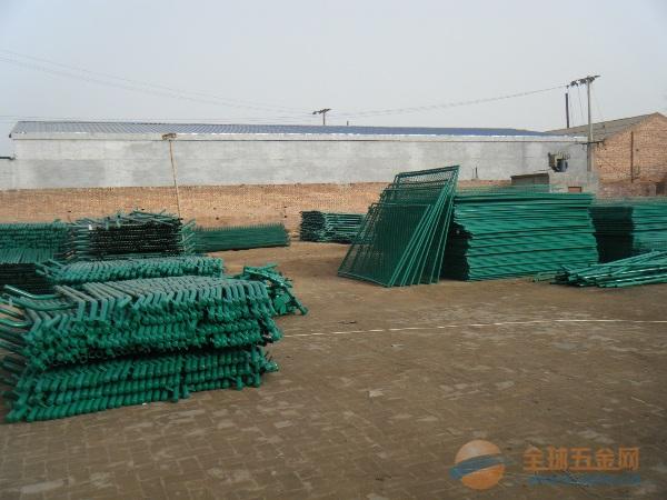 聚方丝网制品厂批发南充光彩大市场高速公路护栏网