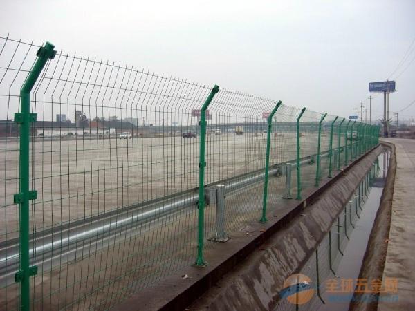 襄阳高速公路护栏网批发_养殖铁丝网围栏价格