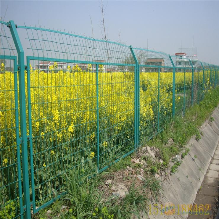 高速公路护栏网厂家_涂塑围栏网价格