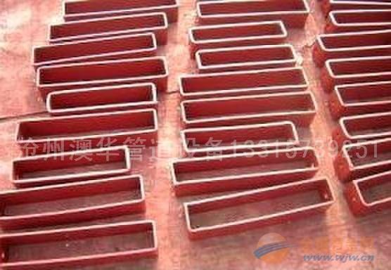 当支座放于支墩或钢结构支架上,支座的导向底板与根部之间如需用垫板