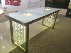 苹果镀金体验桌