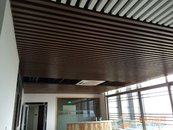 木纹铝方通吊顶