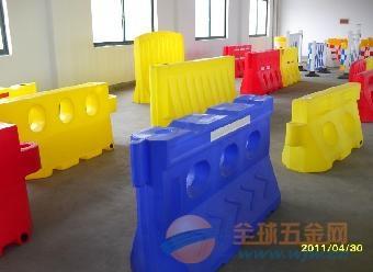 济宁枣庄滚塑水马、塑料防撞水马厂家