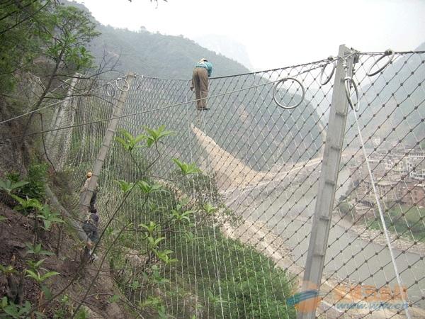 黔东南体育场护栏网施工