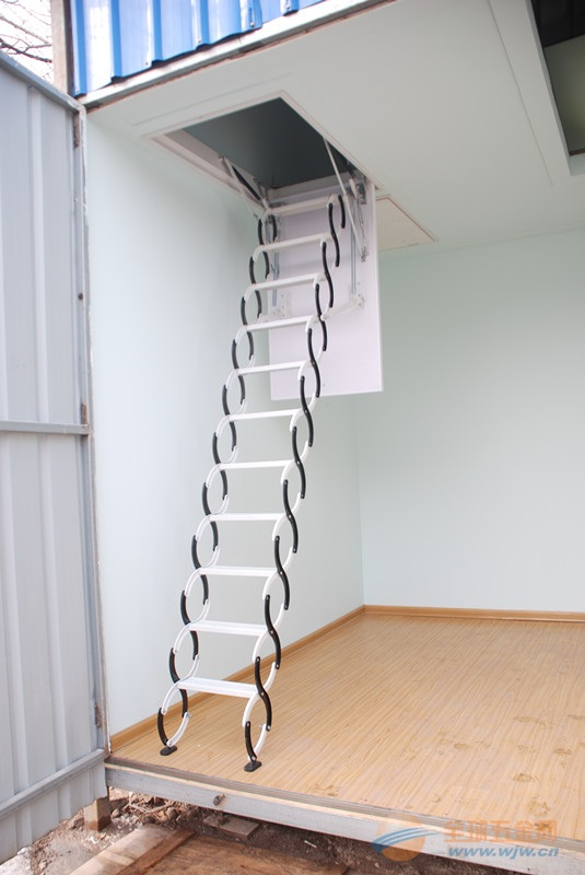 建筑装饰五金 楼宇设施 楼梯及配件 >阁楼伸缩楼梯 更多 伸缩楼梯  钛图片